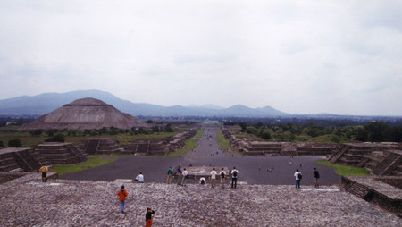 View_from_the_pyramid_of_the_moon