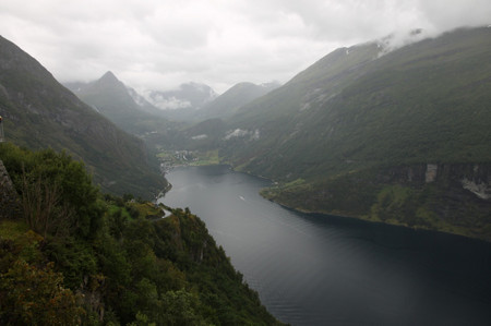 Geiranger_fjord_from_eagle_road