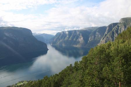 Aurland_fjord_from_stegastein_view_