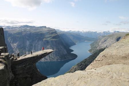 Trolltunga_in_hadangerfjord