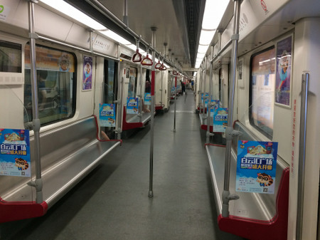Inside_of_guanzhou_metro_line_3