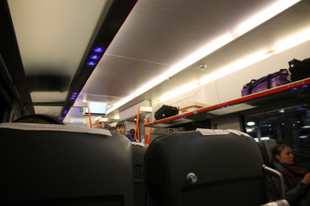 Inside_of_express_train