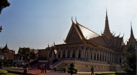 Royal_palace_of_cambodia_1