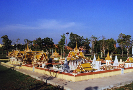 Royal_palace_of_cambodia_2