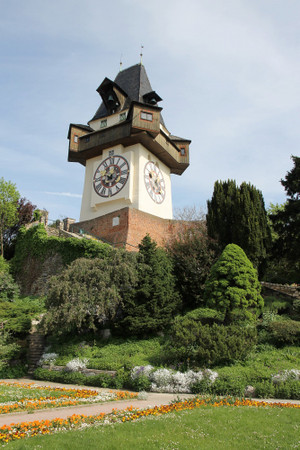 Clock_tower_in_graz