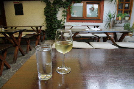 White_wine_at_drnstein