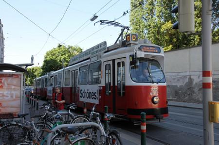 Tram_in_vienna