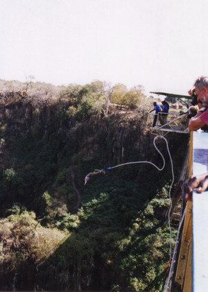 Bungee_jumping_from_victoria_falls_