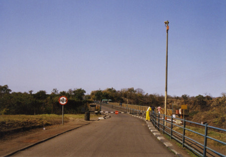 Victoria_falls_bridge_from_zimbabwe