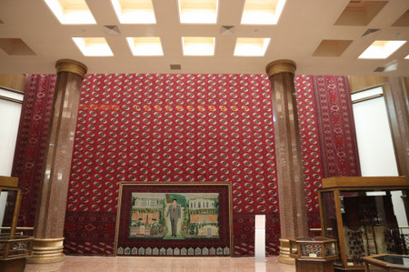 Carpets_in_ashgabat_national_museum