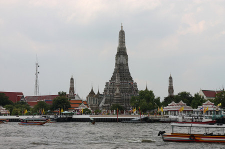 Wat_arun_from_tha_tian_in_may_2013