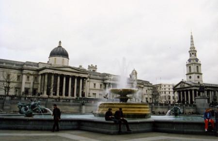 Trafalgar_square_apr_2001