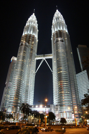 Petronas_towers_feb_2012