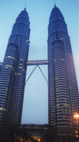 Petronas_towers_jul_2000