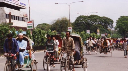 Cycle-rickshaw-in-dhaka