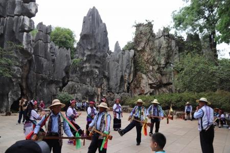 Dance-of-yi-people-in-shilin