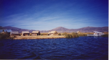 Isla_los_uros_lago_titikaka