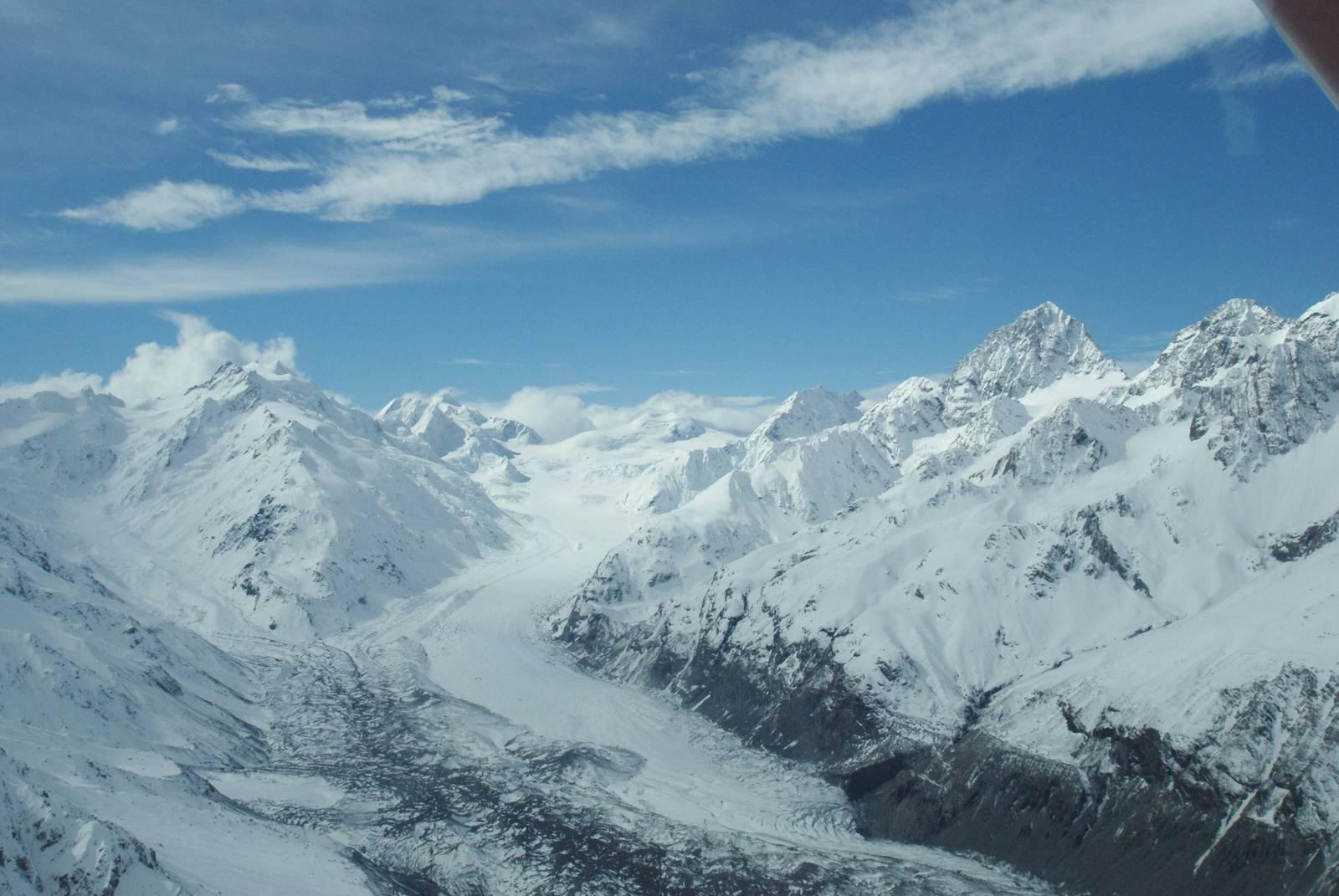 空からの眺め(8)セスナ機からタスマン氷河(ニュージーランド): 旅先に媚びない紀行文