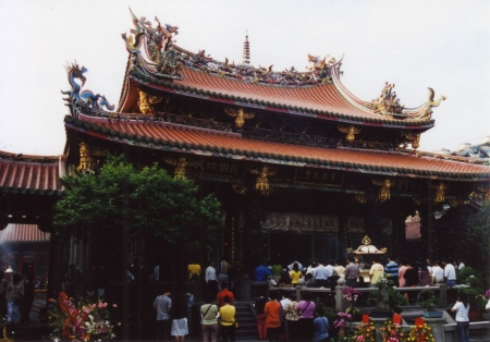 Lungshan-temple-in-taipei